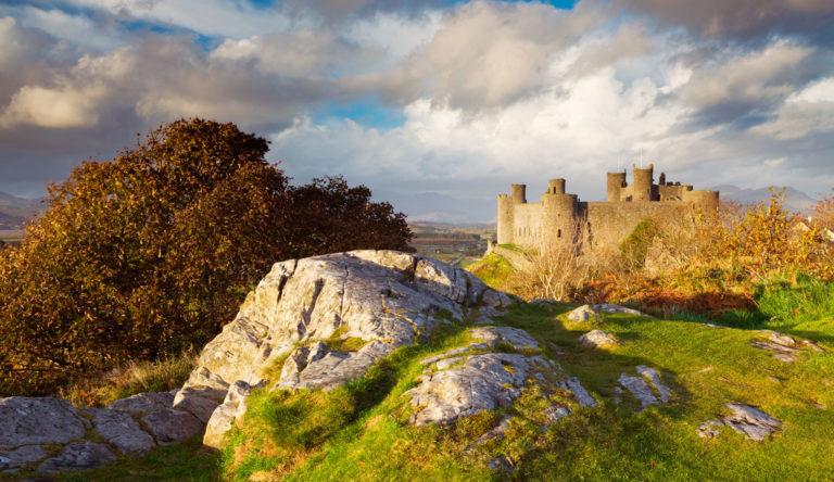 Harlech Castle near Tudor Lodge Porthmadog ©VisitBritain/ Lee Beel